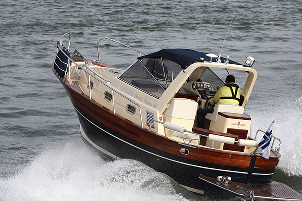 Nautica Esposito Futura Cabin 28 on ori varsan vaatteissa