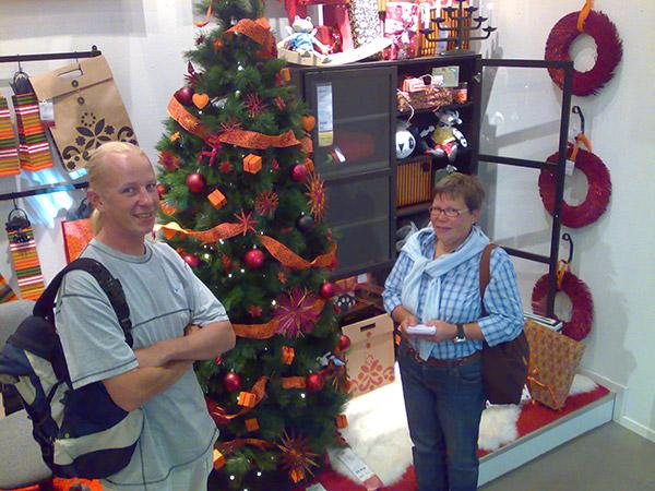 Näköjään joulu on tullut, toteavat Eva ja Teemu.