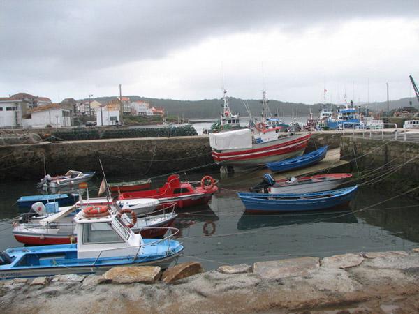 Fiskarien kulkuneuvot kotipesässä.