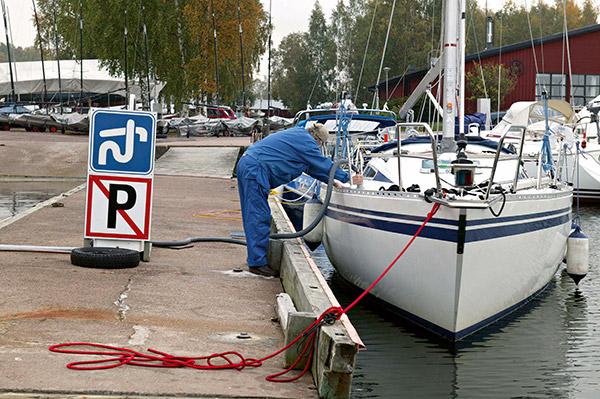 Merimiestaito: Imutyhjennyspumpun käyttö