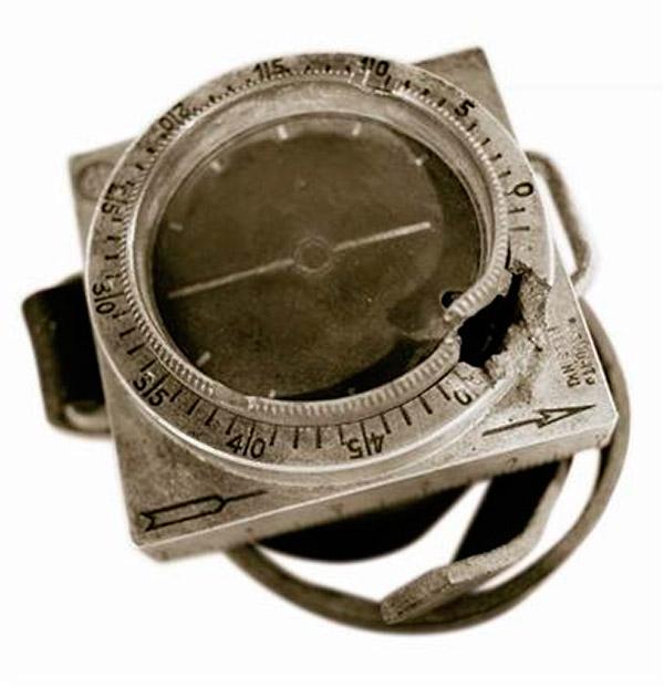 Luodinreikäinen Suunto-kompassi